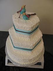 Stacking Wedding Cake With Pillars