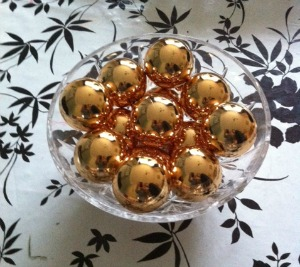 christmas baubles centerpiece