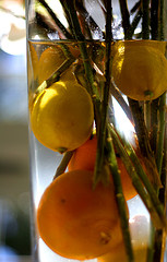 submerge citrus fruits in a vase for a cheap fruit wedding centerpiece
