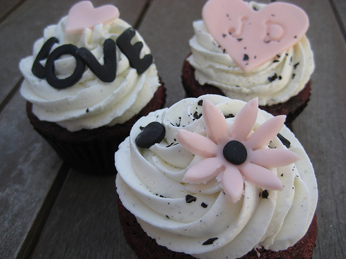 pink and black wedding cupcakes