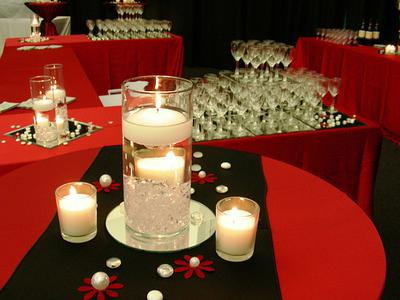 Simple and effective red and black centerpiece
