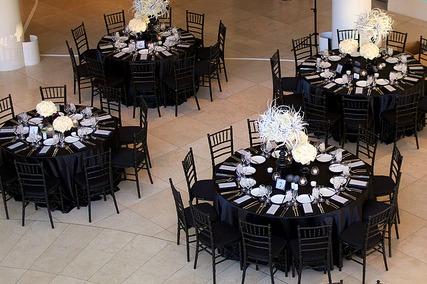 black and white wedding tabkes