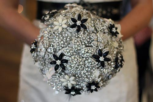 sparkly brooch wedding bouquet